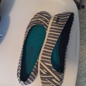 Toms like shoe